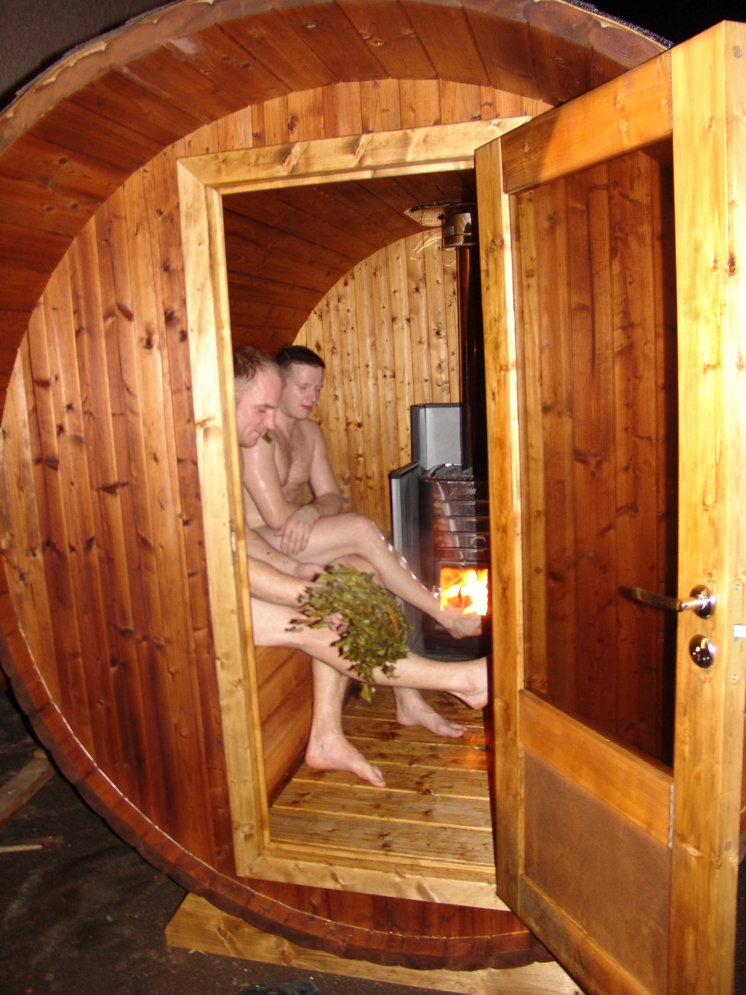 Small And Practical Wooden Barrel Sauna Wood Fired