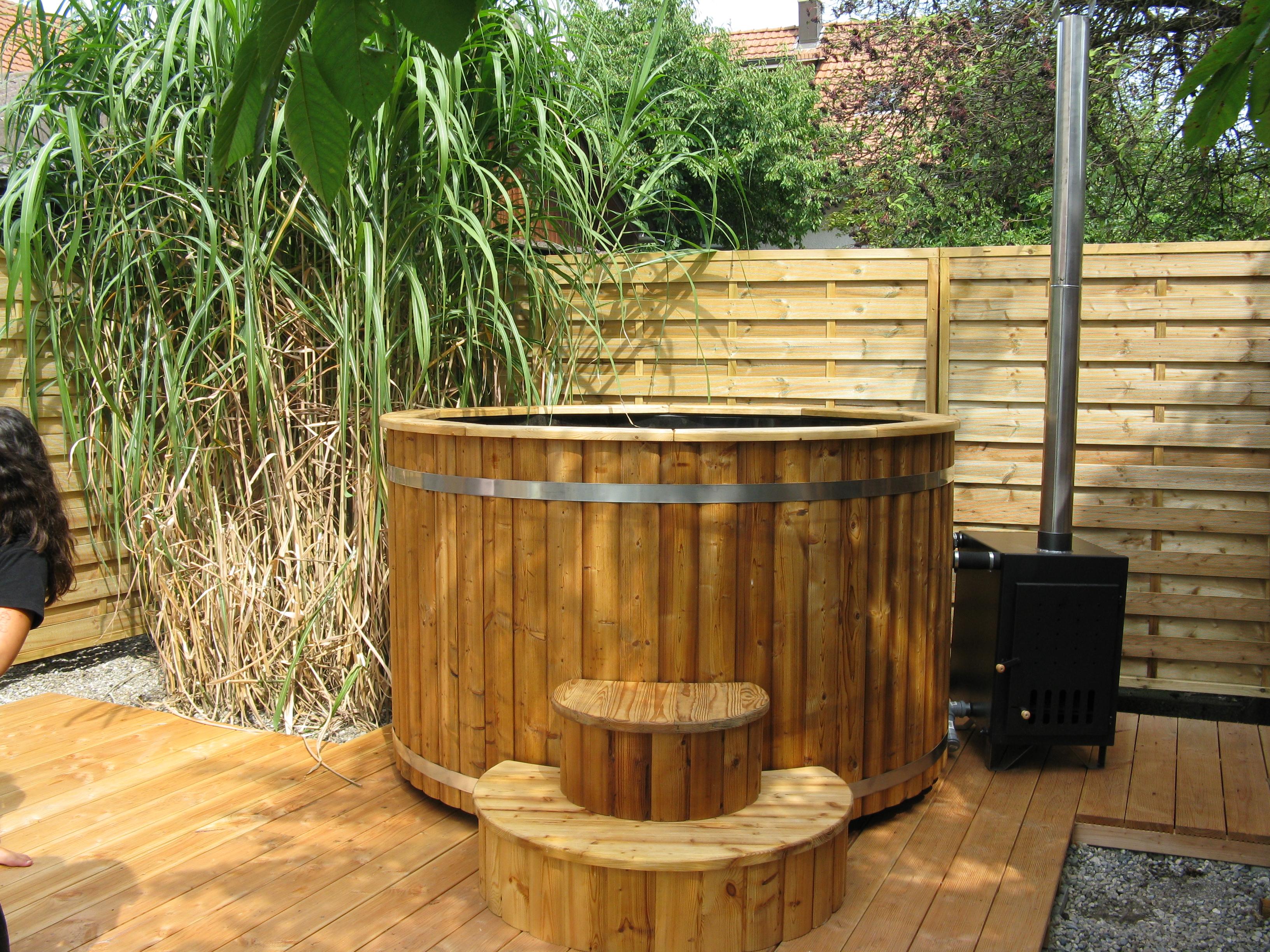 Atemberaubend Badezuber 200cm aus Thermoholz mit Kunststoff und Außenofen &PJ_42