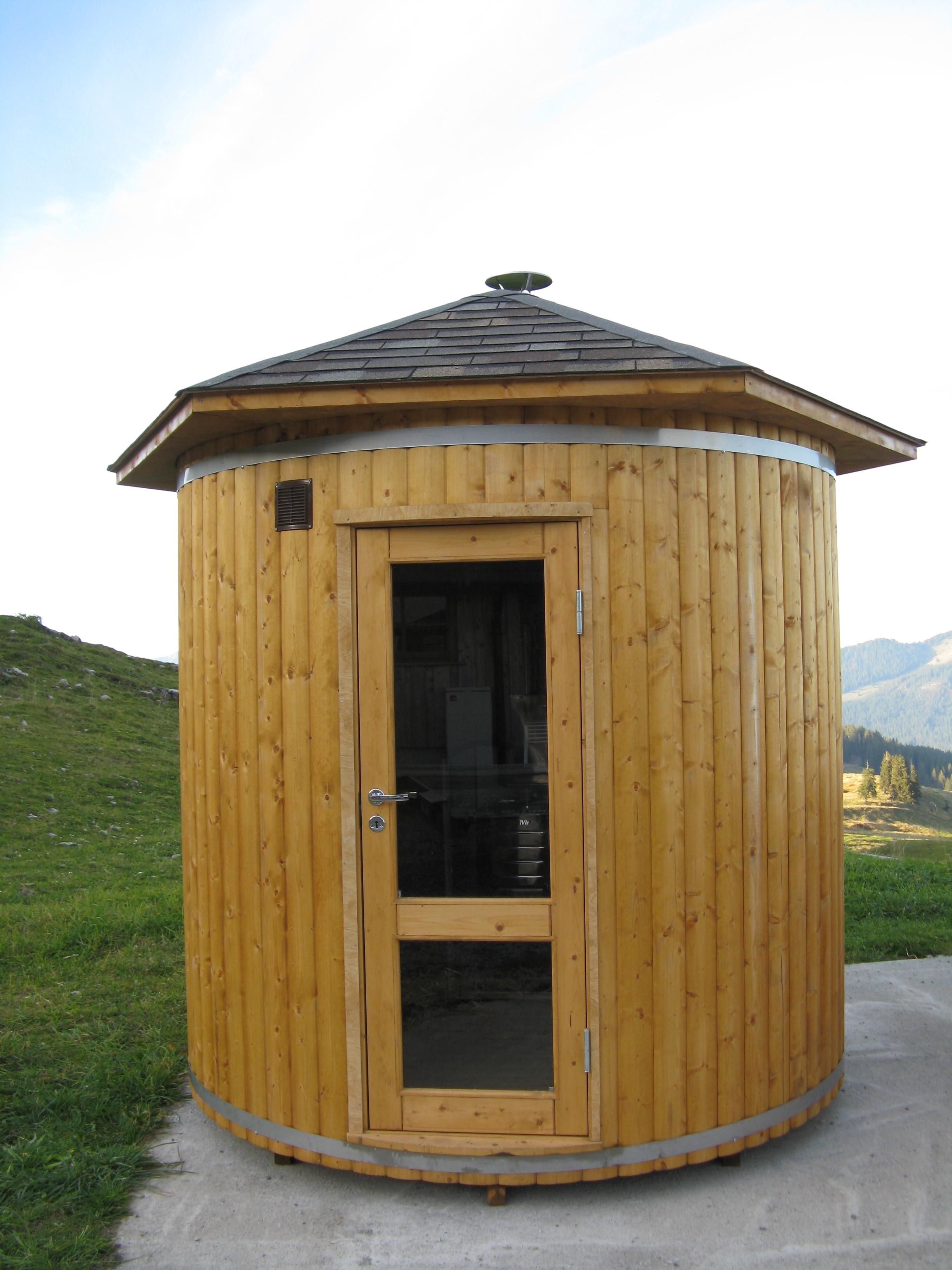 Saunafass 24m Eine Hohe Und Räumliche Sauna Mit Holzofen