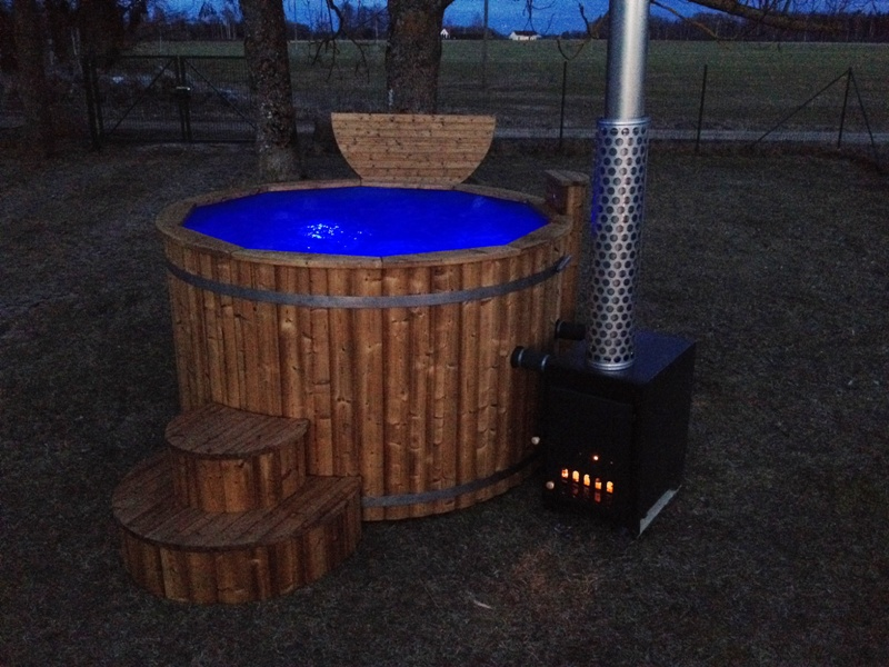 outdoor whirlpool wooden hot tubs and barrel saunas. Black Bedroom Furniture Sets. Home Design Ideas