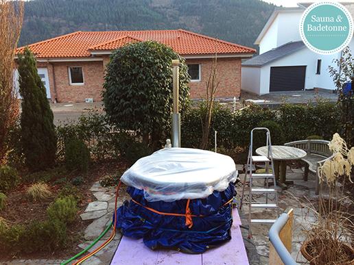 40 kW Aussenofen mit einer selbstgebauten Badetonne in Fischerbach (2)